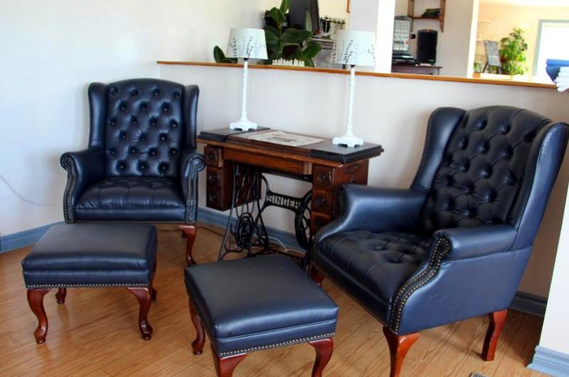 8-lobbychairs